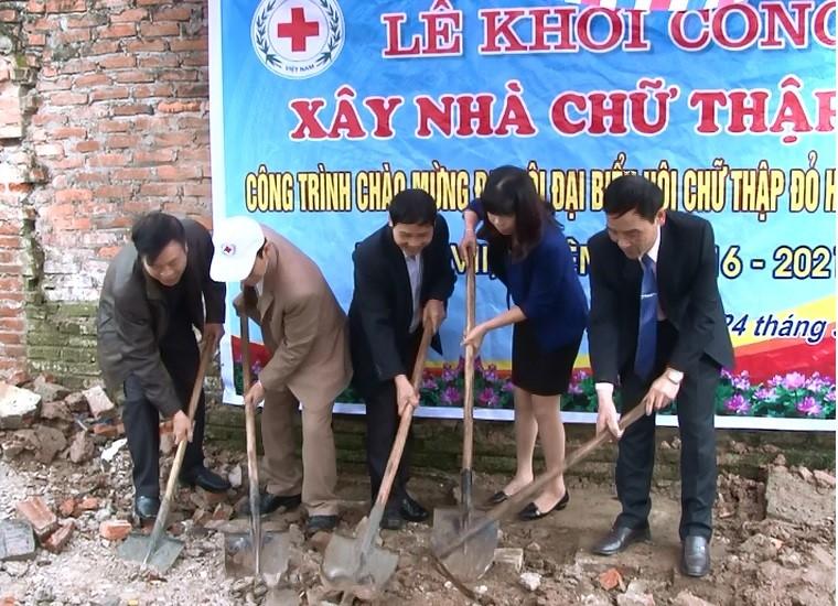 Đại diện các ban ngành đoàn thể huyện Phúc Thọ tại Lễ khởi công xây nhà Chữ thập đỏ
