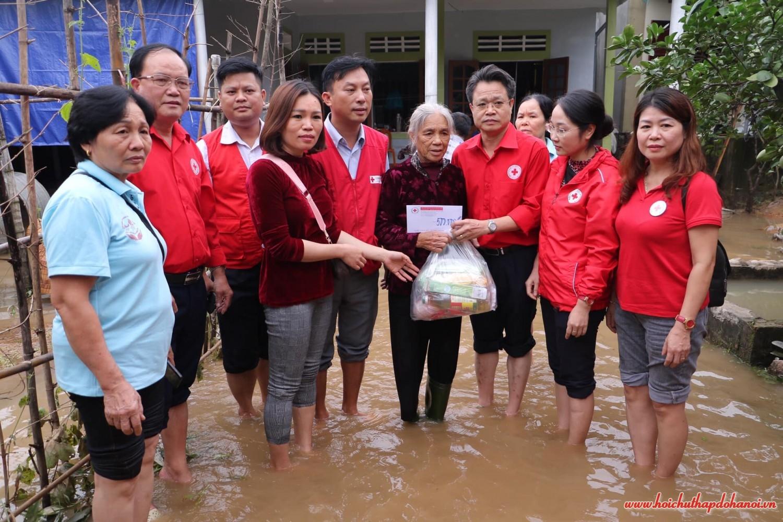 Hoạt dộng hỗ trợ nhân dân các tỉnh miền Trung chịu ảnh hưởng mưa lũ năm 2020